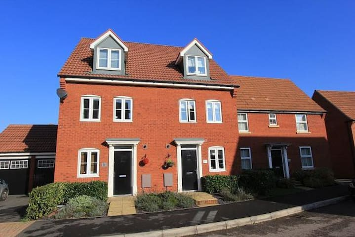 Modern, Family Friendly Town House - Bridgwater - บ้าน