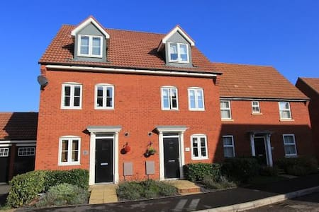 Modern, Family Friendly Town House - Bridgwater - Dom