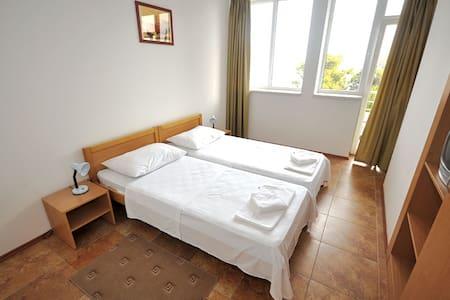 Hotel Dubravka - Baška Voda - Bed & Breakfast