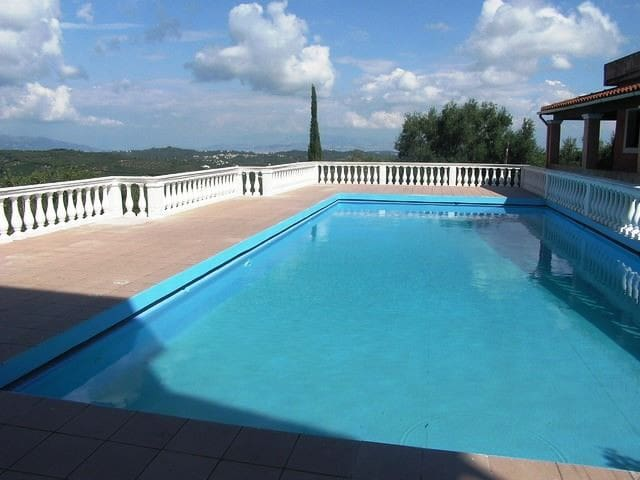 Duplex apartment near village with pool and view - Pelekas - アパート
