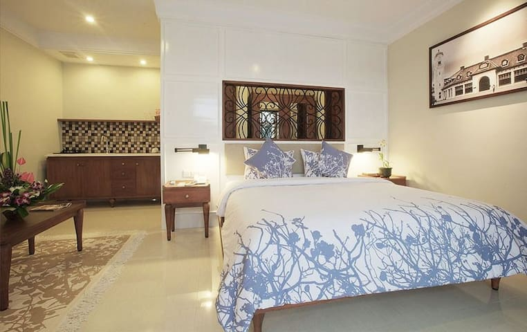 Seminyak Lagoon All Suites Hotel - Seminyak - Bed & Breakfast