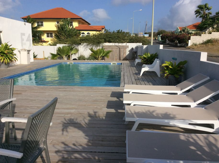 Bed breakfast villa vermaire jan thiel curacao bed breakfasts for rent in willemstad - Zwembad terras outs ...