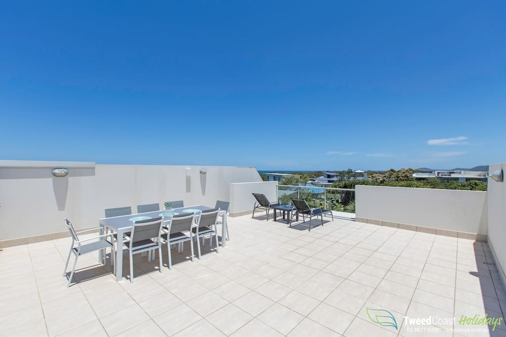Rooftop terrace, panoramic views, sun loungers and dinning.