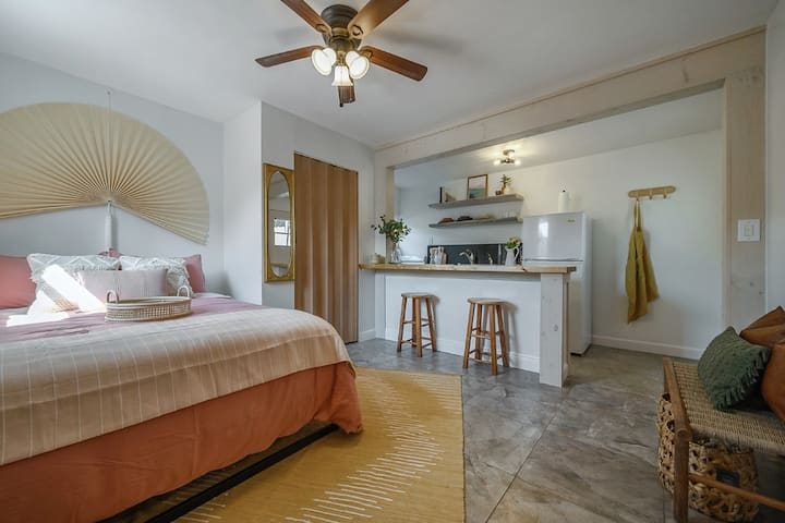 Jer's Casita - Stylish Apartment by Downtown