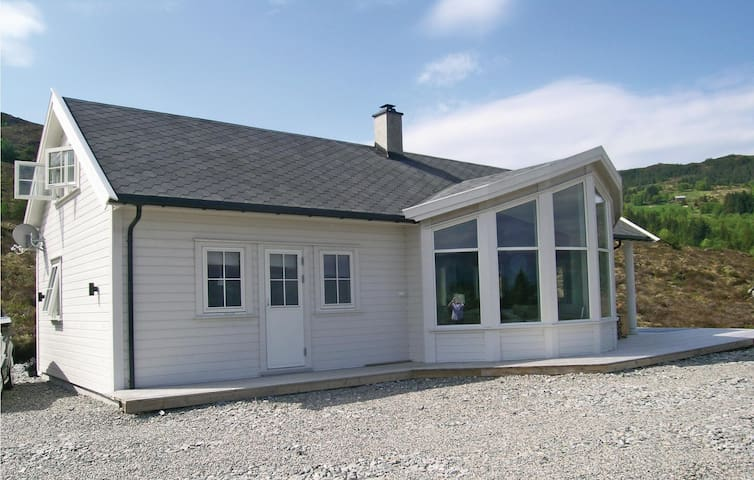 Holiday cottage with 3 bedrooms on 100 m² in Stadlandet