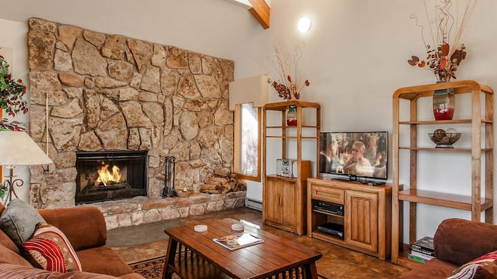 3 bedroom Snowmass Home with Private Hot Tub
