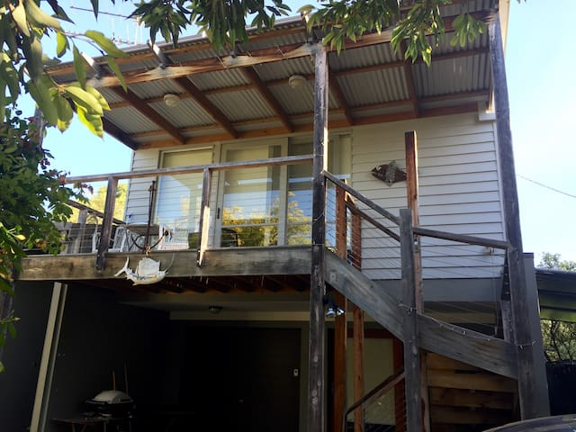 Sun-lit apartment. Cosy & private! - Barwon Heads - House
