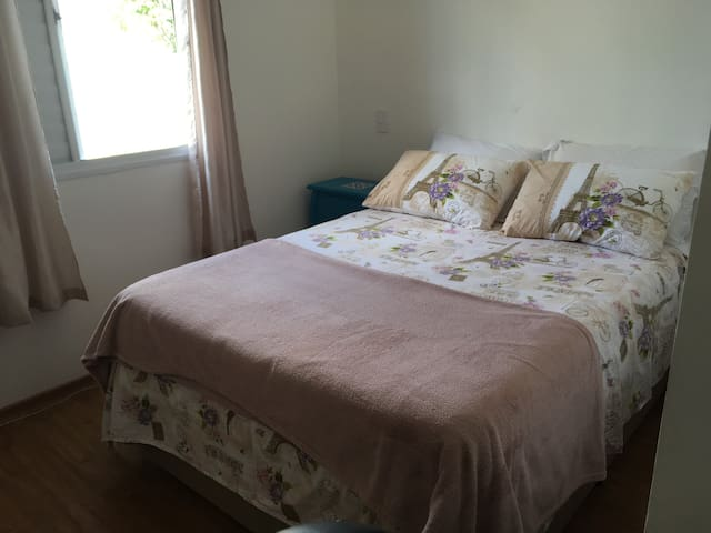 Single room with private bathroom - São Carlos - House