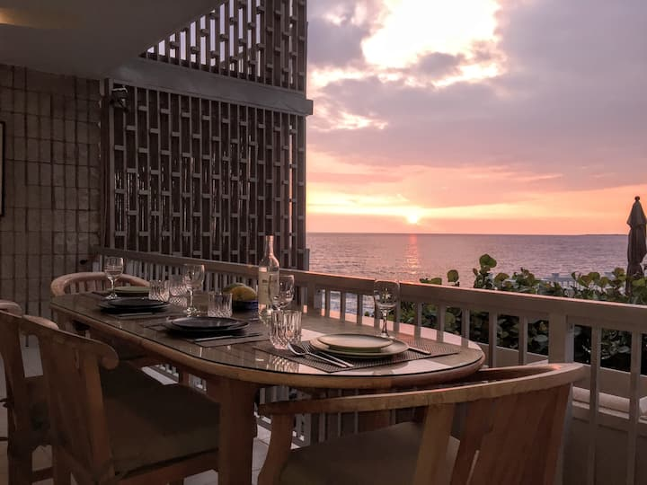 Oceanfront, Modern, Accessible Kona: Close to Town