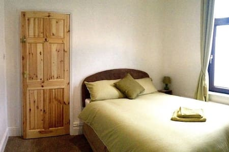 Little Oyster Guest House Room Rental - Barrow-in-Furness - House