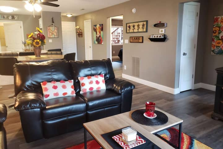 Great Décor At This Condo In Gated Golf Course Community known as Pointe Royale. Year Round Pools!