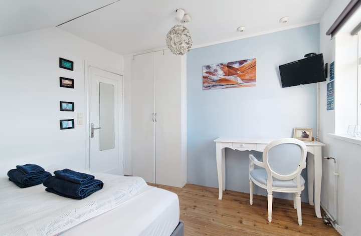 "Blue House B&B - Room ""Snæfellsnes"""