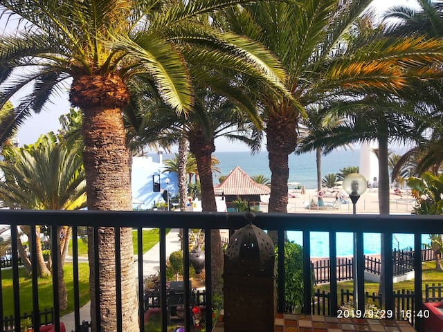 NICE APARTMENT BEACHFRONT, POOL, 2 BEDROOMS