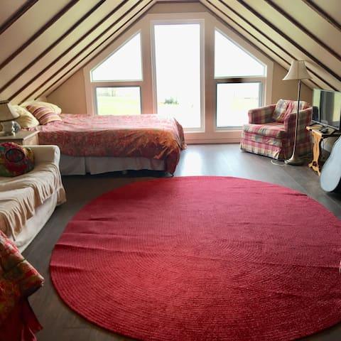 Loft queen bed
