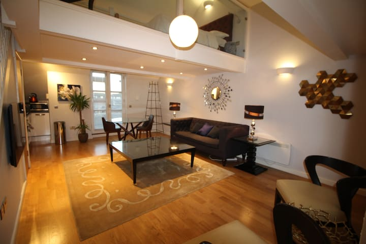 Deluxe Penthouse Split Level Studio @ Marino Place
