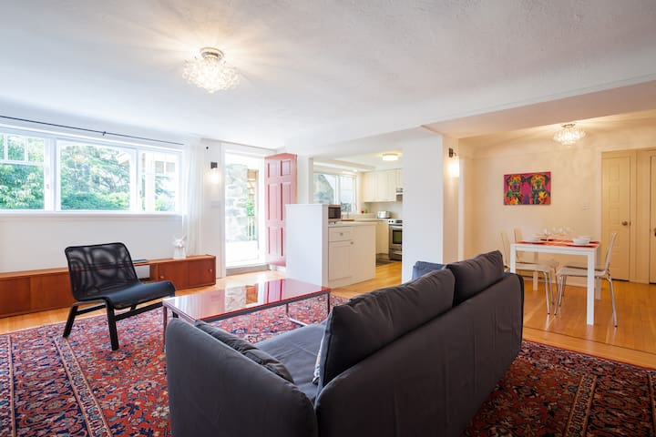 Bright Garden Suite in Historic Character Home.