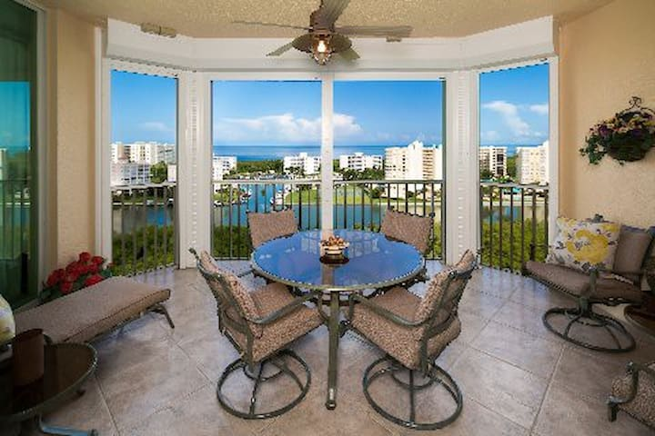 Naples Penthouse Condo with Resort Amenities!