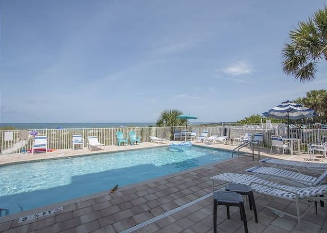 Sea Isles Condo 2 Bed 2 Bath beach front complex