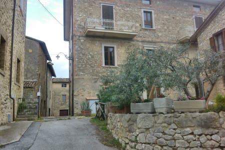 Borgo medioevale a 5 km da Todi - Monticello - Lägenhet