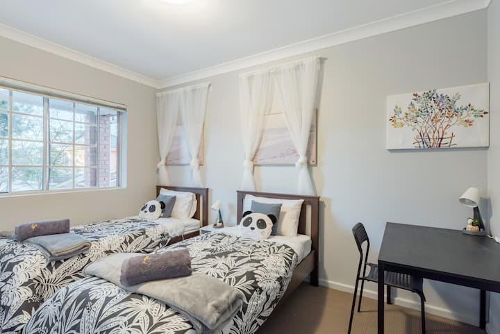 Quiet Private Room in Kingsford near UNSW, Light railway&bus 6