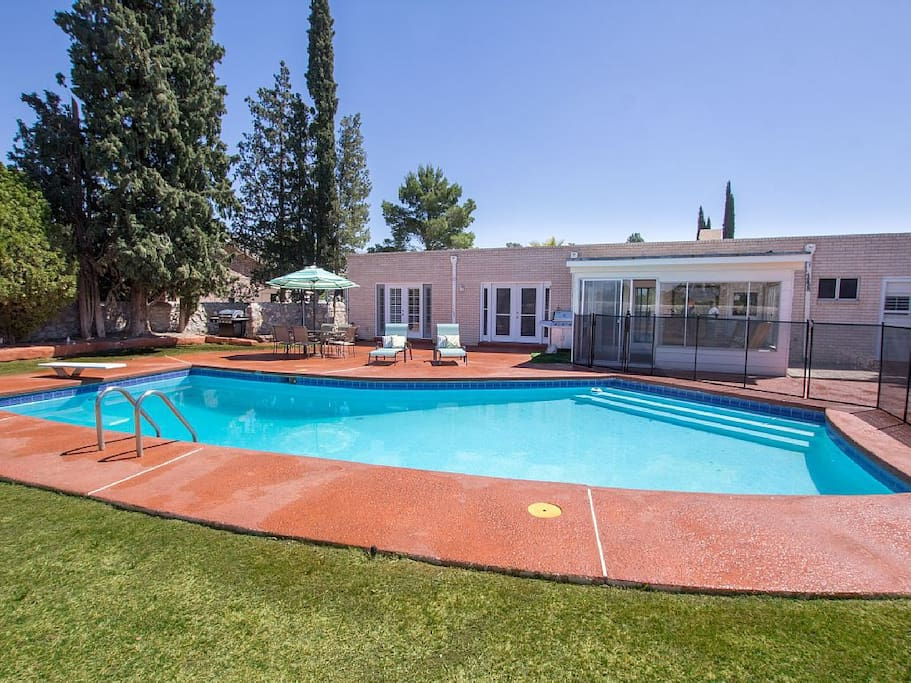 Modern Retreat Pool In West El Paso Houses For Rent In El Paso Texas United States