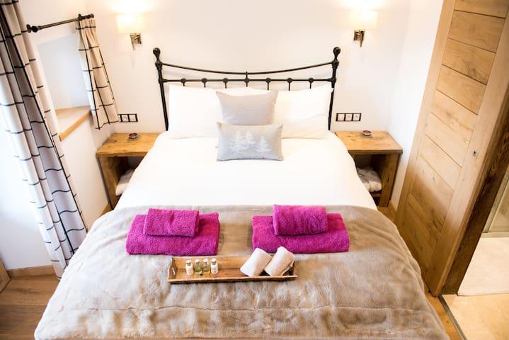 King size bed with shower room en suite.