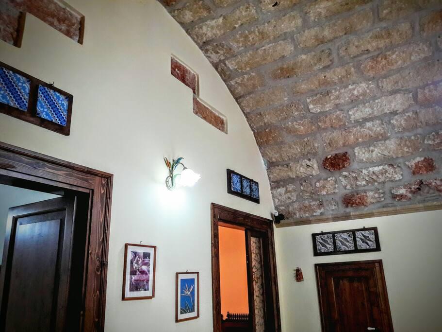 tetto fantastico in tufo ; fantastic roof made of Tuff