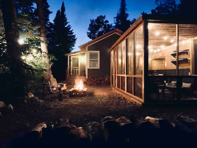 Isolated GLAMPING on the shore of Lake Winnipeg