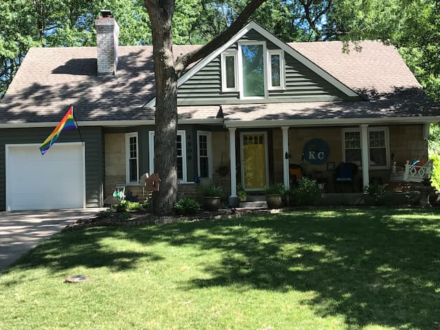 Perfect Central KC Location-Charming & Quiet
