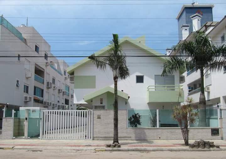 Residêncial Floripa House,  diárias acessíveis,