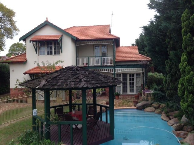 Comfortable home with modern amenities - Nedlands - Maison