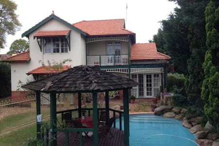 Comfortable home with modern amenities - Nedlands - Дом
