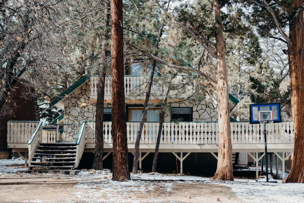 4br mountain retreat for groups chalet in affitto a big for Cabine di noleggio in big bear ca