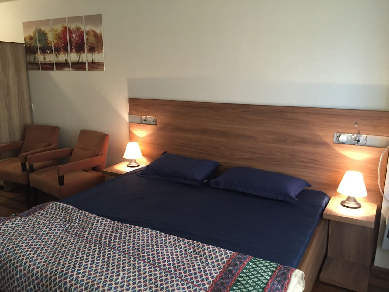 Comfortable king sized bed. Splittable to make 2 single beds. Fresh linen on each arrival.