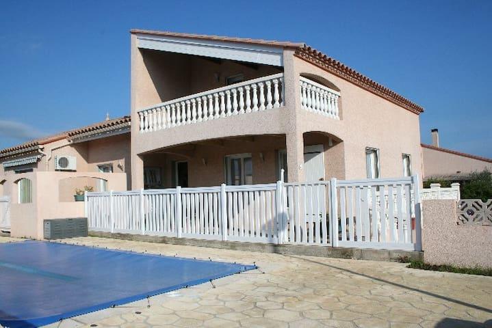 75 m2, 4 * dans Villa du proprio, Piscine privée