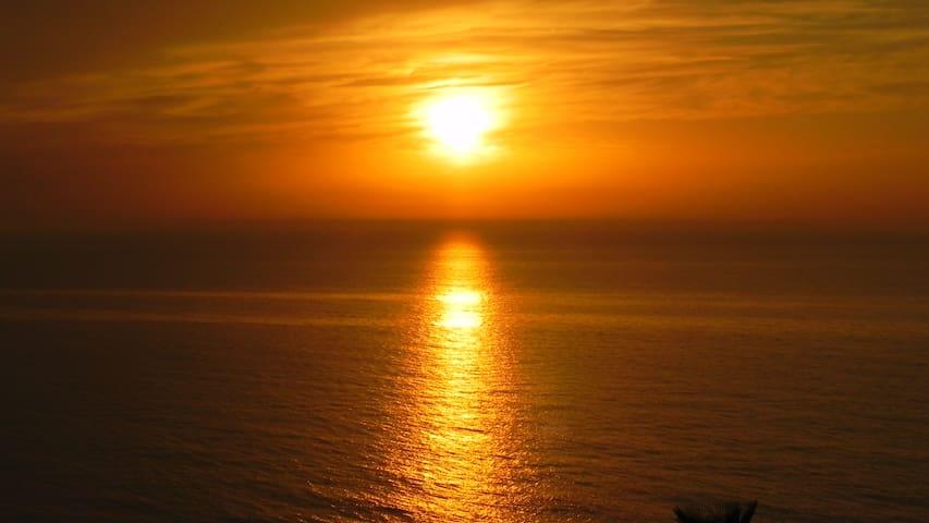 Sunny sea view studio on the beach! - Bat Yam - Appartement