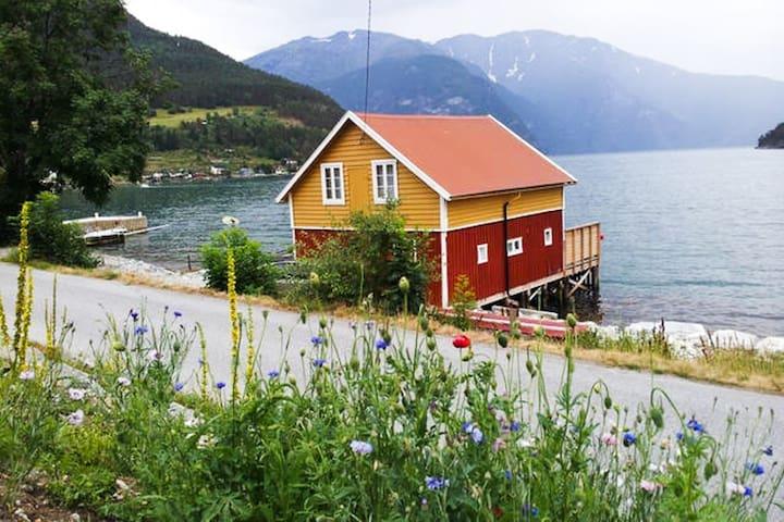 Båtnaust, med leilighet - Sogndal - Cabana