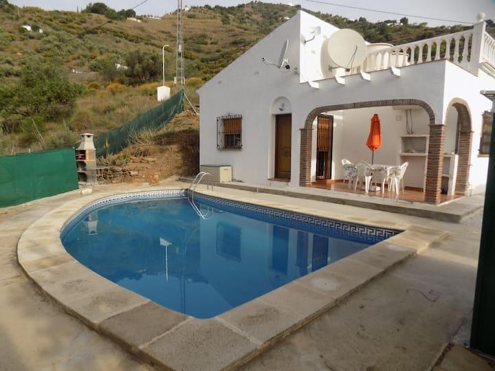 Quiet Villa with pool near Sierra Almijara