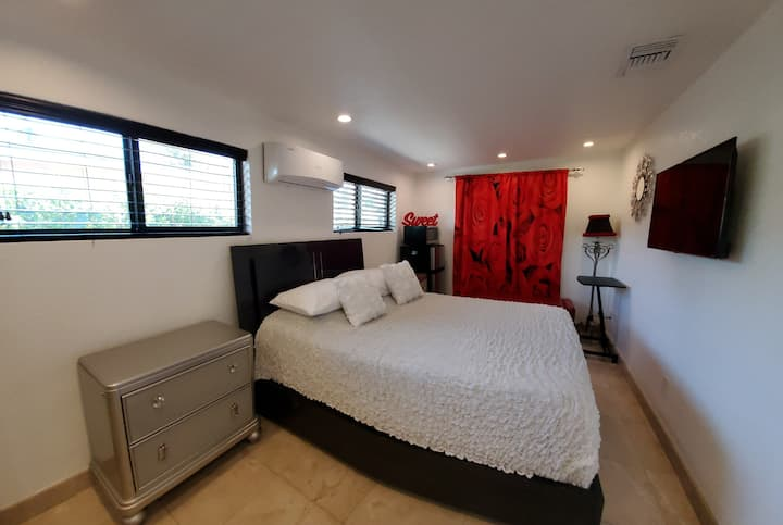 Deed Sanitized Room w/ Private Entry Near to MIA
