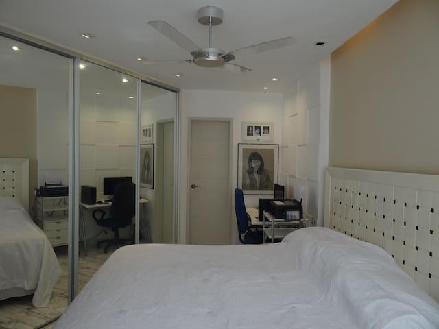 Vista geral suite e Armário embutido
