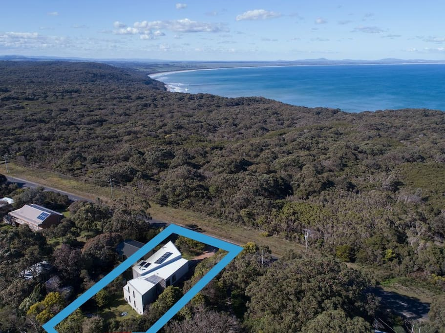 Located on the eastern side of Waratah Bay