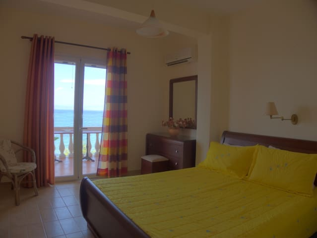 Anna Apartments seafront apartment 2nd floor - Kerkira - Apartamento
