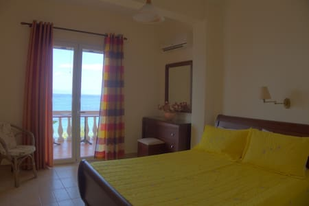 Anna Apartments seafront apartment 2nd floor - Kerkira - Daire