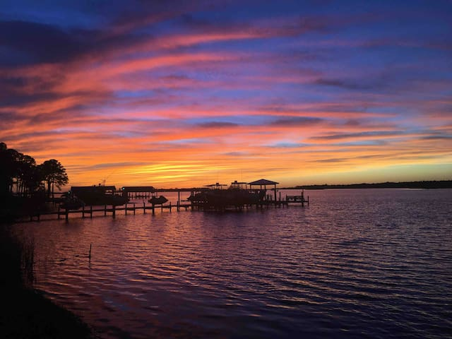 Peaceful Sunsets & Kayaking! You'll love it!