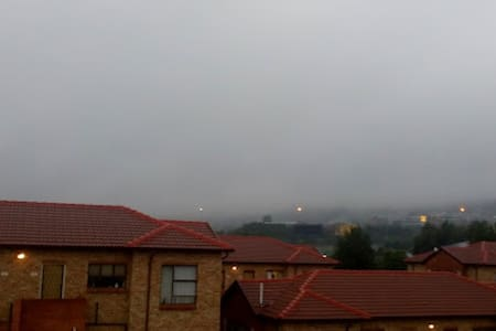 Lovely 2 bed & bath Walk to shops - Roodepoort