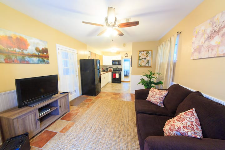 Renovated Apt./Safe Area/Close to New Orleans