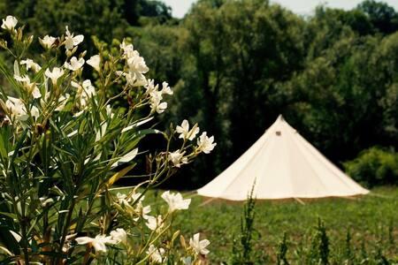 Camping Suasa, luxe Bell tenten in de natuur