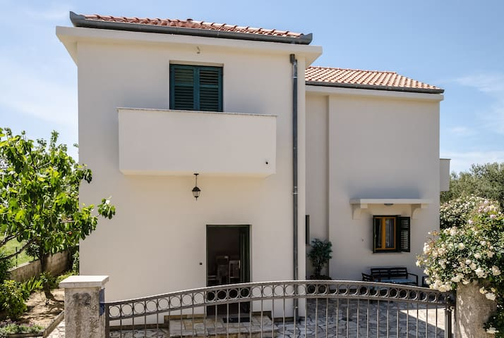 Apartment near beach, Zadar, Karma