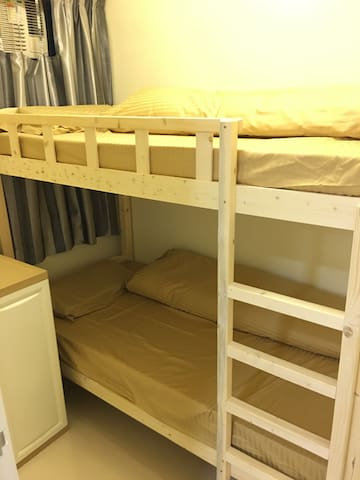 The 3rd Room providing a Single Bunk Bed, serves 2 guests without hastle. 第三间房间提供单人上下床