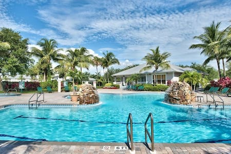 Lely Resort Luxury Condo-2 Spectacular Pool/Golf